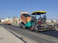 Kars'ta sıcak asfalt yol çalışmaları devam ediyor