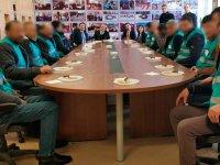 Kars'ta hükümlüler, okullarda çocuklar için çalışmaya başladı