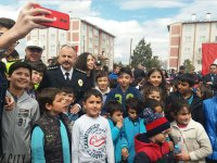 Emniyet Müdürü Ümit Bitirik, polis aileleri ve çocuklarla bir araya geldi