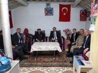 Vali Türker Öksüz, Arpaçay'da Şehit ailelerini ziyaret etti
