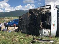 Yolcu otobüsü devrildi: 1 ağır 6 yaralı
