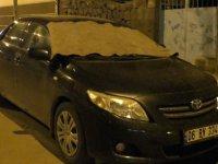 Kars'ta araçlara halılı ve battaniyeli koruma