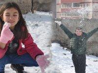 Mersinli öğrenciler Kars'ta ilk kez kar gördü