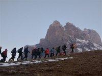 KARSDAK üyesi dağcılar, Hocalı şehitlerini anmak için Haça Dağı'na tırmandı