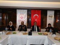 Kars Valisi Türker Öksüz, şehit yakınlarıyla bir araya geldi