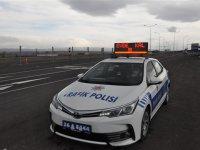 """Kars'ta trafik ekiplerinden """"Evde kal"""" çağrısı!"""