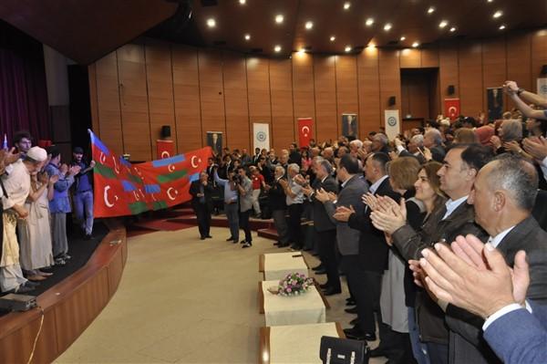 'oluler-ve-deliler'-azerbaycan'dan-once-ilk-kez-kars'ta-sahnelendi-(19).jpg