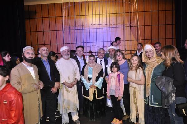 'oluler-ve-deliler'-azerbaycan'dan-once-ilk-kez-kars'ta-sahnelendi-(21).jpg