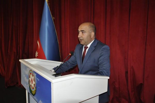 'oluler-ve-deliler'-azerbaycan'dan-once-ilk-kez-kars'ta-sahnelendi-(8).jpg