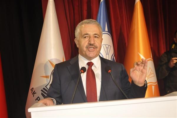 ak-parti-il-ve-ilce-belediye-baskan-adaylari-sahnede-(9)_renamed_30361.jpg
