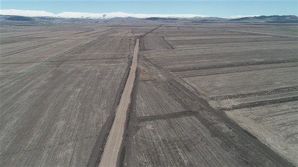 arazi-toplulastirma-calismalari-tum-hiziyla-devam-ediyor-(11).jpg