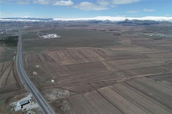 arazi-toplulastirma-calismalari-tum-hiziyla-devam-ediyor-(7).jpg