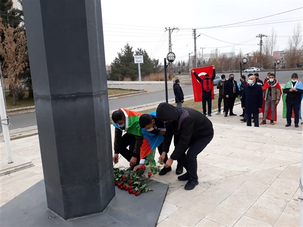 azerbaycan-kars-baskonsoloslugu,-karabag-sehitlerini-andi-(13)-001.jpg