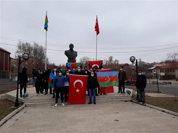 azerbaycan-kars-baskonsoloslugu,-karabag-sehitlerini-andi-(3).jpg