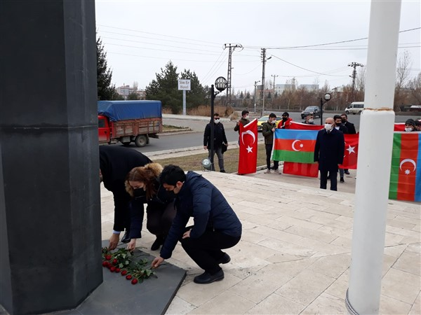 azerbaycan-kars-baskonsoloslugu,-karabag-sehitlerini-andi-(8)-001.jpg