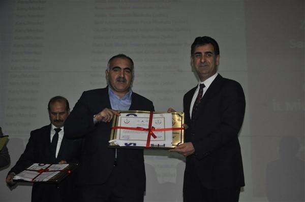 beyaz-bayrak-kazanan-okullara-sertifikalari-verildi-(3).jpg
