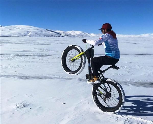 donmus-cildir-golu-uzerinde-bisiklet-keyfi-(8).jpg