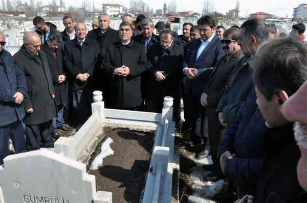 gazeteci-merhum-oner-dasdelen-mezari-basinda-anildi-(1).jpg