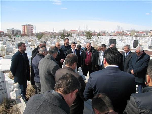 gazeteci-merhum-oner-dasdelen-mezari-basinda-anildi-(2).jpg