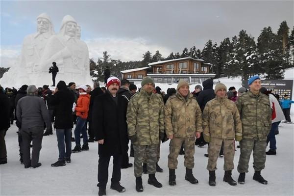 kardan-sehit-askerler-heykelinin-acilisi-yapildi--(10).jpg