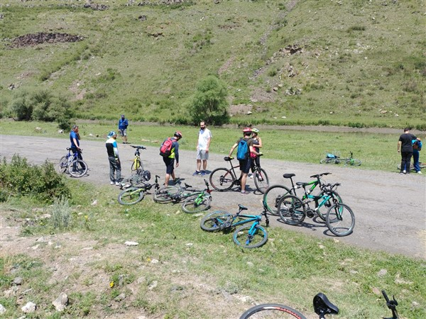 kars'-bisiklet-kulubu-sportif-faaliyetlerine-basladi-(17).jpg