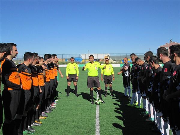 kars'ta-kurumlar-arasi-futbol-turnuvasi-start-aldi-(1).jpg