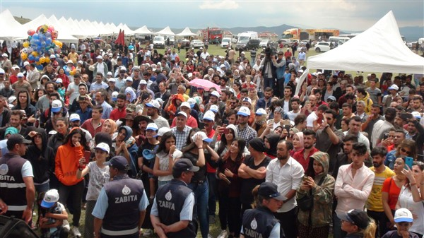 kars'ta-saganak-yagmur-altinda-festival-coskusu--(24).jpg