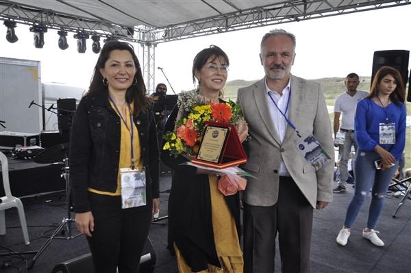 kars'ta-saganak-yagmur-altinda-festival-coskusu--(27).jpg