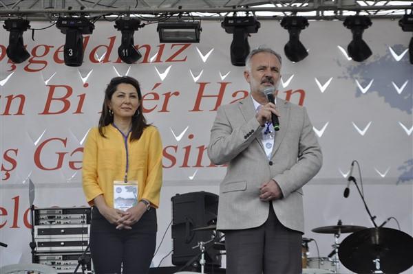 kars'ta-saganak-yagmur-altinda-festival-coskusu--(28).jpg