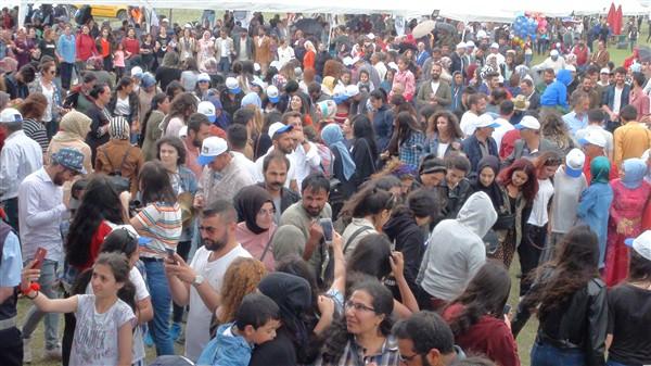 kars'ta-saganak-yagmur-altinda-festival-coskusu--(29).jpg