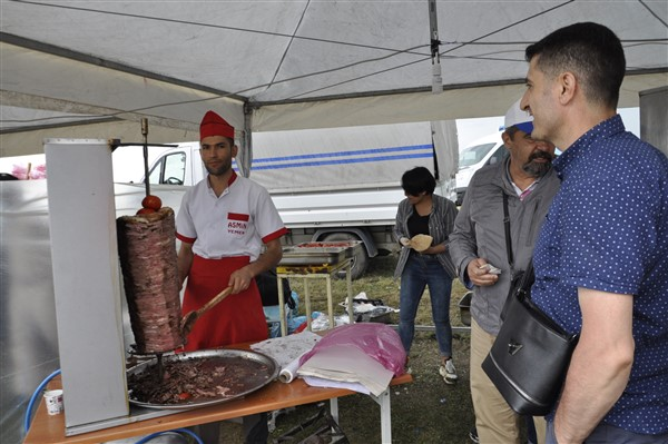 kars'ta-saganak-yagmur-altinda-festival-coskusu--(34).jpg