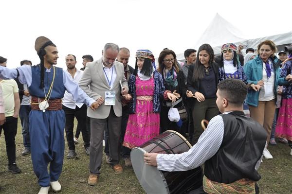 kars'ta-saganak-yagmur-altinda-festival-coskusu--(35).jpg