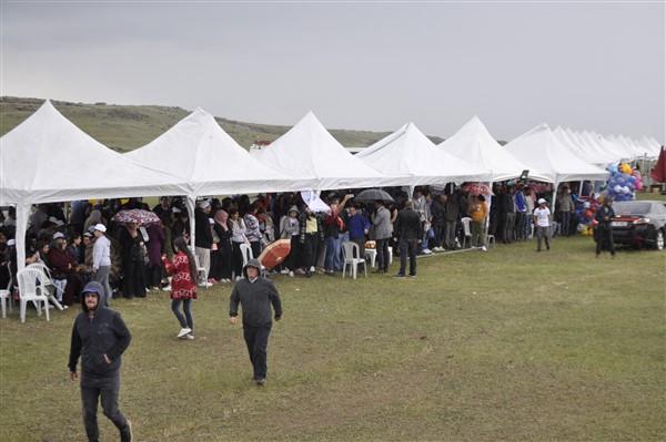kars'ta-saganak-yagmur-altinda-festival-coskusu--(40).jpg