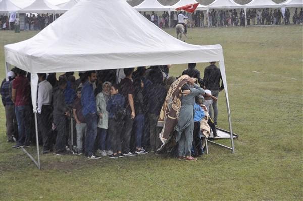 kars'ta-saganak-yagmur-altinda-festival-coskusu--(41).jpg