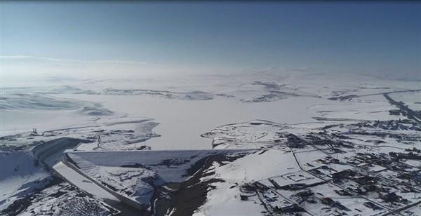 kars-barajinin-gol-yuzeyi-cildir-golu-gibi-buz-tuttu-(4).jpg
