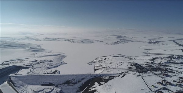 kars-barajinin-gol-yuzeyi-cildir-golu-gibi-buz-tuttu-(5).jpg