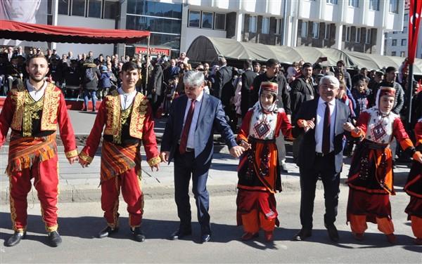 karsta-cumhuriyet-coskusu-yasandi-(5)_renamed_26.jpg