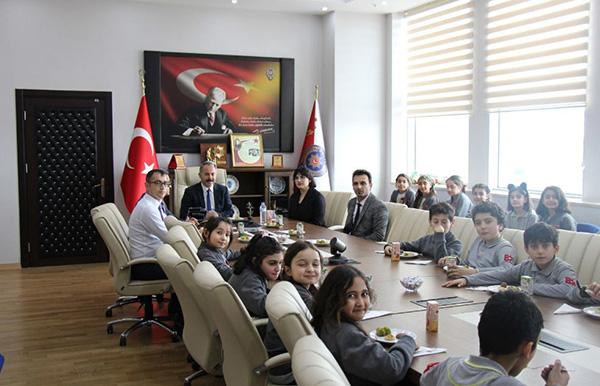ogrenciler,-turk-polis-teskilatinin-174'ncu-kurulus-yildonumunu-kutladi-(4).jpg