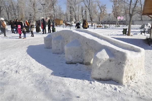 ogrencilere-karne-hediyesi;-kardan-heykeller-(32).jpg