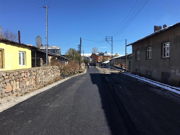 sarikamista-kisa-ragmen-asfalt-calismalari-suruyor-(1).jpg