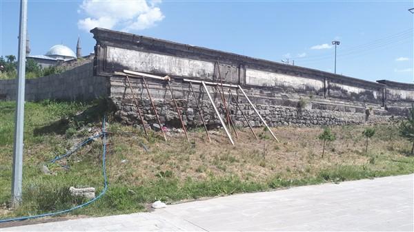 tarihi-duvar,-turistler-icin-tehlike-olusturuyor-(1).jpg