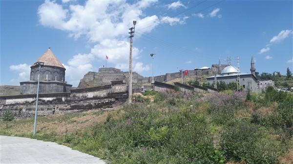 tarihi-duvar,-turistler-icin-tehlike-olusturuyor-(30).jpg
