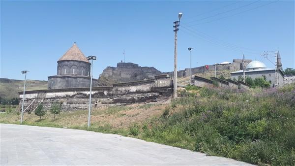 tarihi-duvar,-turistler-icin-tehlike-olusturuyor-(4).jpg