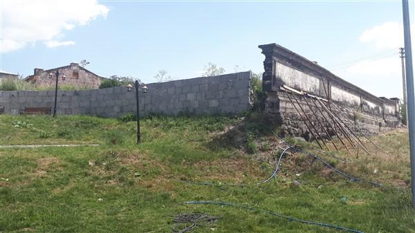 tarihi-duvar,-turistler-icin-tehlike-olusturuyor-(6).jpg