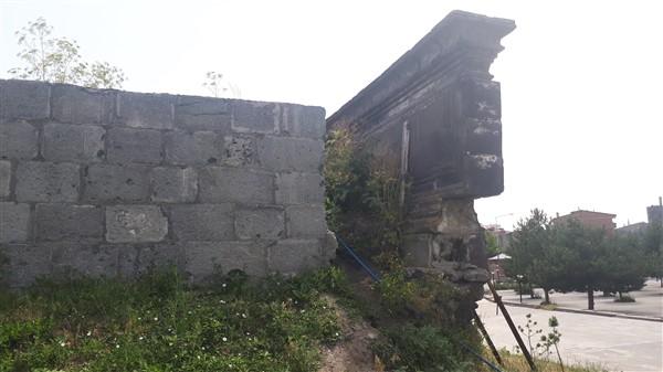 tarihi-duvar,-turistler-icin-tehlike-olusturuyor-(7).jpg