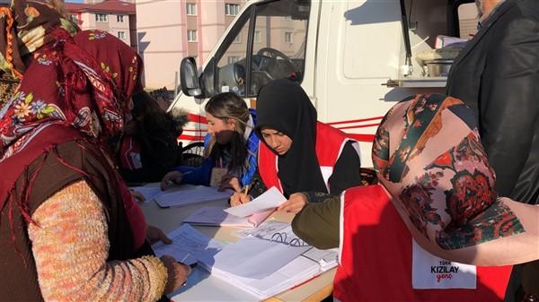 turk-kizilayi-kars-subesi-ihtiyac-sahibi-ailelere-kavurma-dagitti-(6).jpg