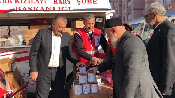 turk-kizilayi-kars-subesi-ihtiyac-sahibi-ailelere-kavurma-dagitti-(7).jpg