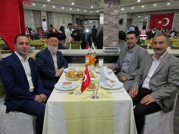 turk-kizilayi-kars-subesinden-dezavantajli-gruplara-iftar-(1)-002.jpg