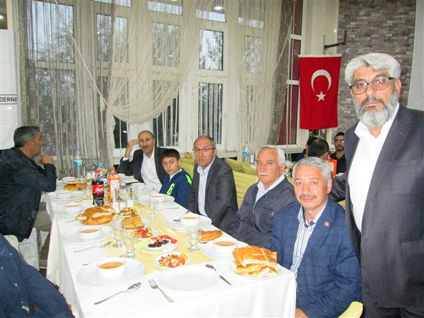 turk-kizilayi-kars-subesinden-dezavantajli-gruplara-iftar-(6)-001.jpg