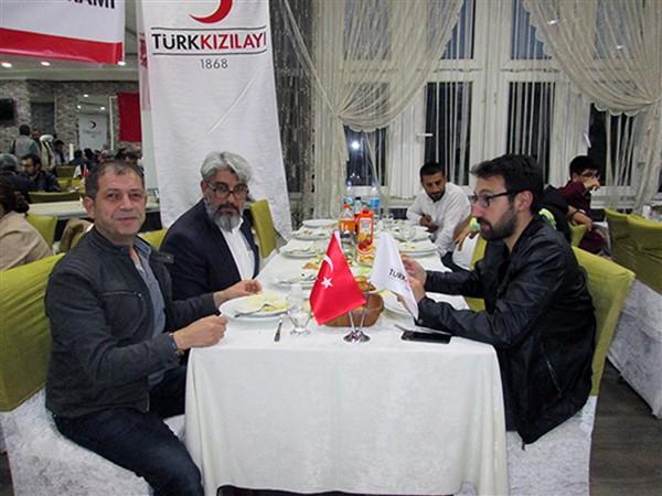 turk-kizilayi-kars-subesinden-dezavantajli-gruplara-iftar-(9).jpg